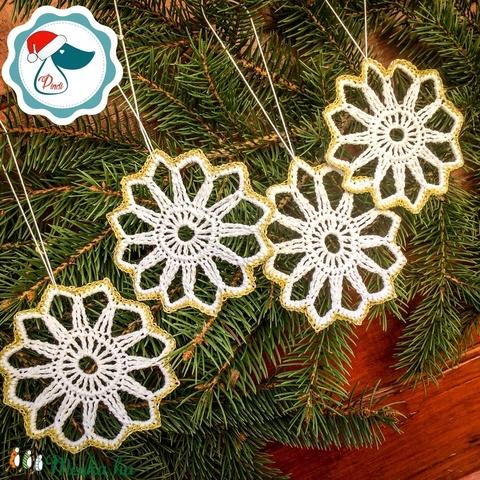 Egyedi 4db horgolt arany,fehér hópihe -  karácsonyfa dísz - karácsonyi ajándék - Ablak dísz (Pindiart) - Meska.hu