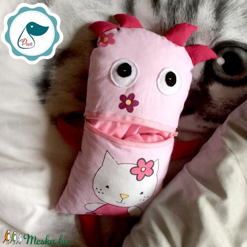 Gondotevő cicás textil játék - jó barát tektil figura - alvós játék - gond - Meska.hu