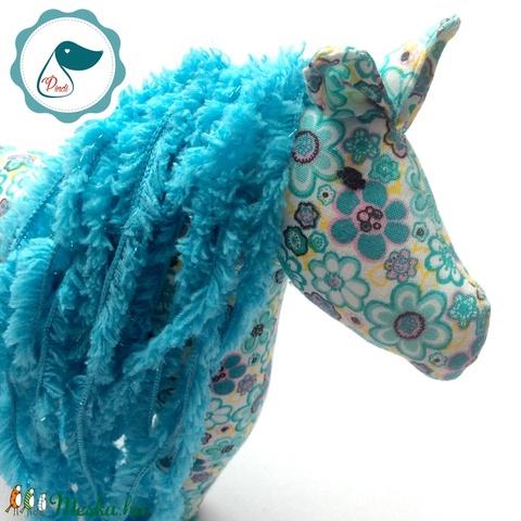 Lovacska - türkíz zöld virágos egyedi tervezésű kézműves játék - ló textiljáték  - Meska.hu