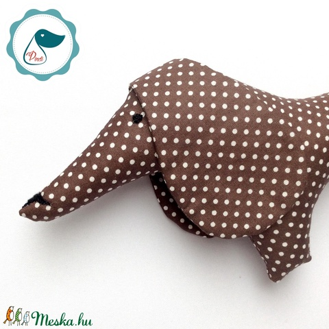 Tacskó - csoki barna  pöttyös egyedi tervezésű kézműves játék - textiljáték - tacsi kutya - gyerek játék - Meska.hu