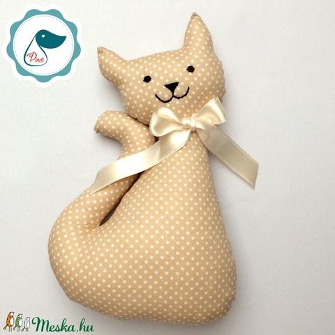 Cica - drapp pöttyös egyedi tervezésű kézműves játék - textiljáték - macska - Meska.hu