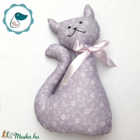 Cica - lila virágos egyedi tervezésű kézműves játék - textiljáték - macska - Meska.hu