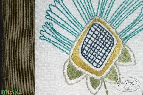 Türkiz hímzett virágos oldaltáska (PipacsVilagOm) - Meska.hu