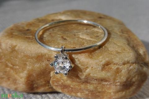 ezüst gyűrű mozgó kővel - Meska.hu