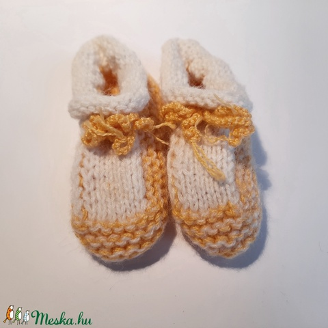 elegáns sárga-fehér kötött baba cipő (popovsofija) - Meska.hu