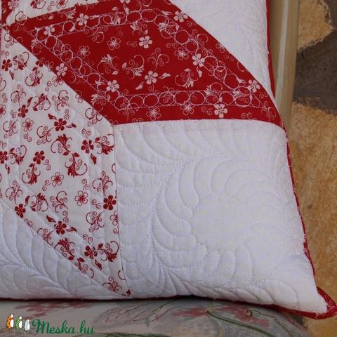 Piros-Fehér Csillag Párna huzat (Patchwork és Tűzés) (QuiltersUniverse) - Meska.hu