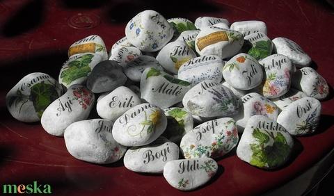 20 db-os, feliratos, egyedi, hófehér kövek, esküvőre, köszönőajándéknak, vagy ültetőkártya helyett. :-) - Meska.hu