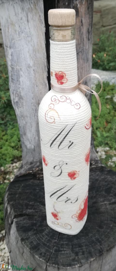 Mr és Mrs - zsinóros esküvői italos üveg. :-) - Meska.hu