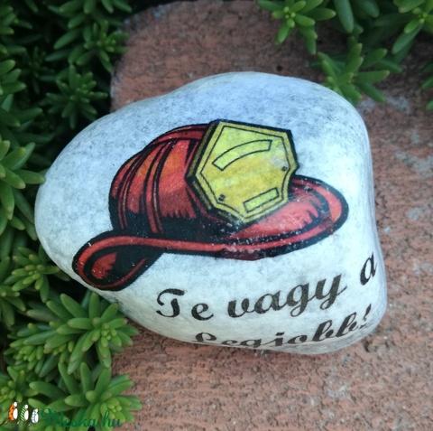 Tűzoltós, feliratos kövek. :-)  - Meska.hu