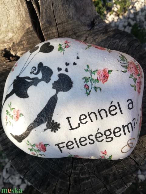 Óriás méretű kő, leánykéréshez. :-)  - Meska.hu