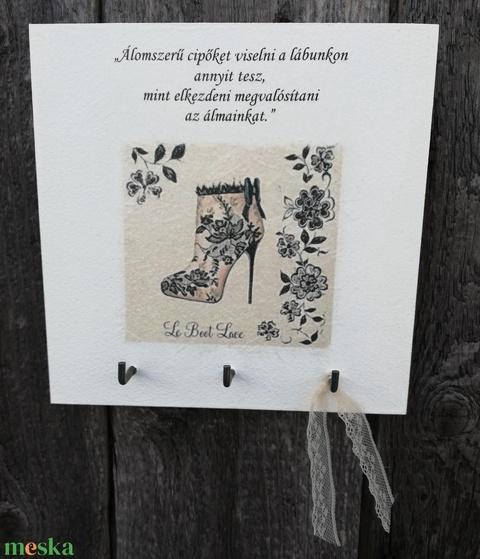 A cipőmániás kulcstartója.   :-)  - Meska.hu