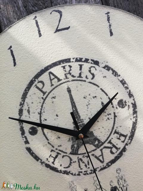 Párizsban a barátokkal-falióra, transzferálva. :-) - Meska.hu