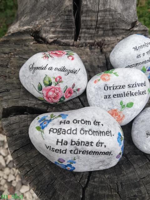 Kövek, motivációs szöveggel, transzfer-technikával.  :-) - Meska.hu