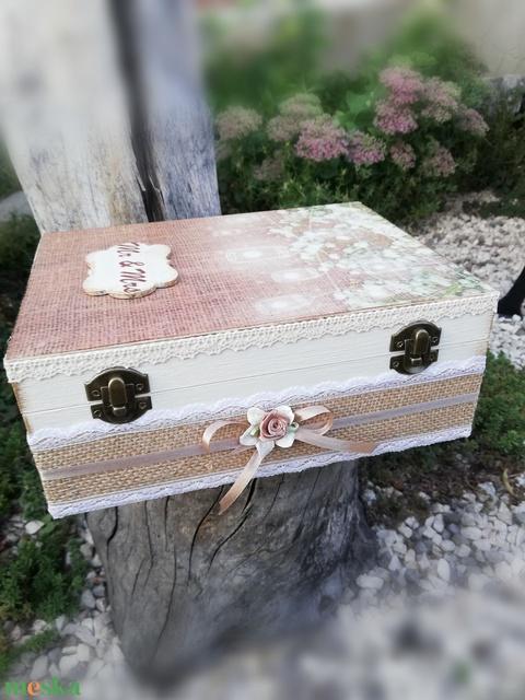 Mr és Mrs-ajándékátadó doboz esküvőre, egyedi mintával. :-) - Meska.hu