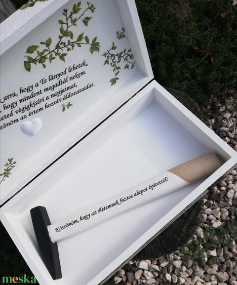 Fotós és feliratos doboz kalapáccsal, szülinapra vagy bármilyen más ünnepi alkalomra. - RENDELHETŐ - Meska.hu
