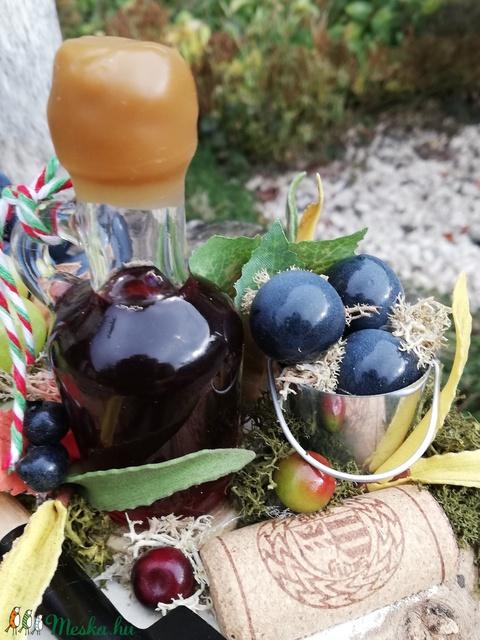 A borász asztaldísze, egy palack borral. :-) - Meska.hu