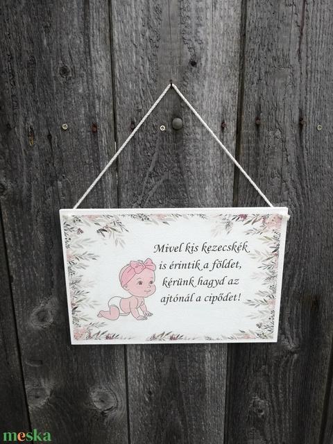 Babás, kedvesen figyelmeztető-tábla az előszobába.   :-)  - Meska.hu