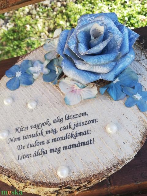Díszített fa szelet, felirattal, papírrózsával, mamának, anyukáknak. :-) - Meska.hu