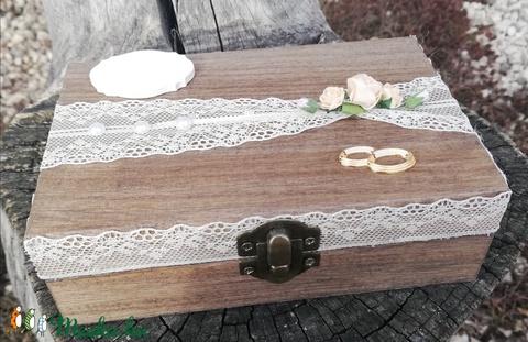 Neves-dátumos, natúr gyűrűtartó-gyűrűpárna fadobozban. :-) - Meska.hu