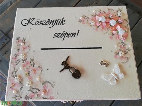 Minőségi, barack-púder-pillangó: lezárható, feliratozott esküvői pénzgyűjtő persely. :-) - Meska.hu