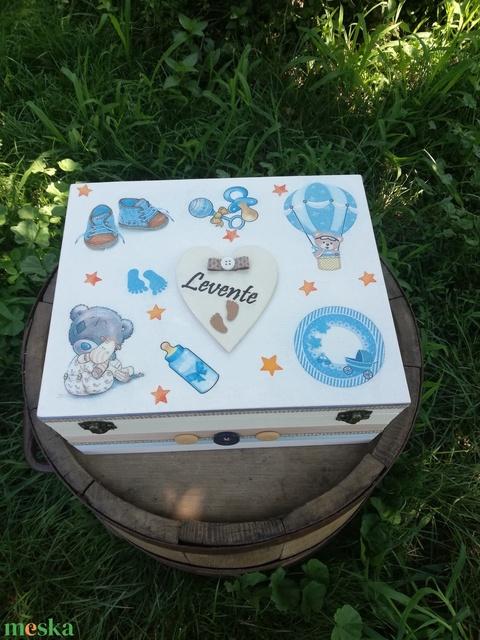 Minőségi, egyterű babaváró doboz, belsejében jókívánsággal. :-) - Meska.hu
