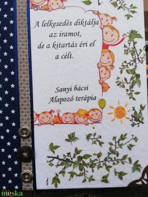 Emlékkönyv, tanároknak egyedi felirattal vagy fotóval.   :-) - Meska.hu