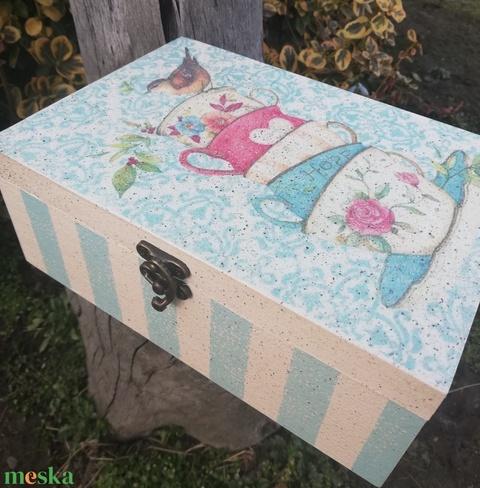 Teás doboz egyedi mintákkal, csészékkel és madárkával.  :-) - Meska.hu