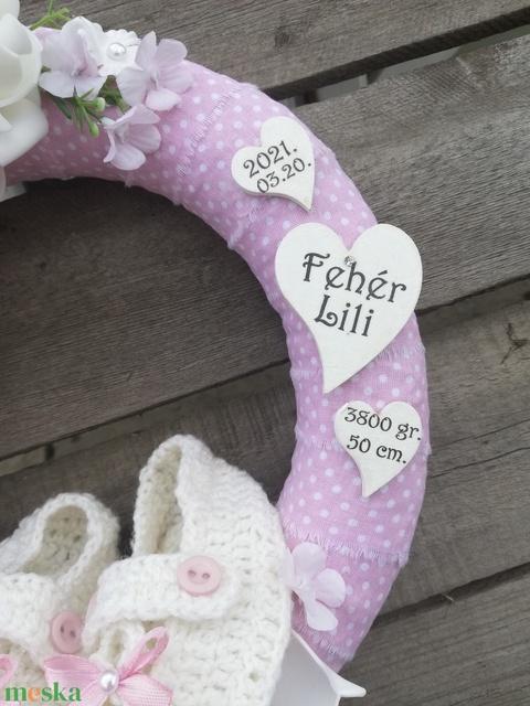 Névreszóló ajtódísz, horgolt babacipővel, születési adatokkal, újszülött kislánynak. :-) - Meska.hu