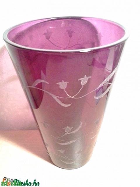 Lila váza kézel gravírozott i ndás tulipánnal - Meska.hu