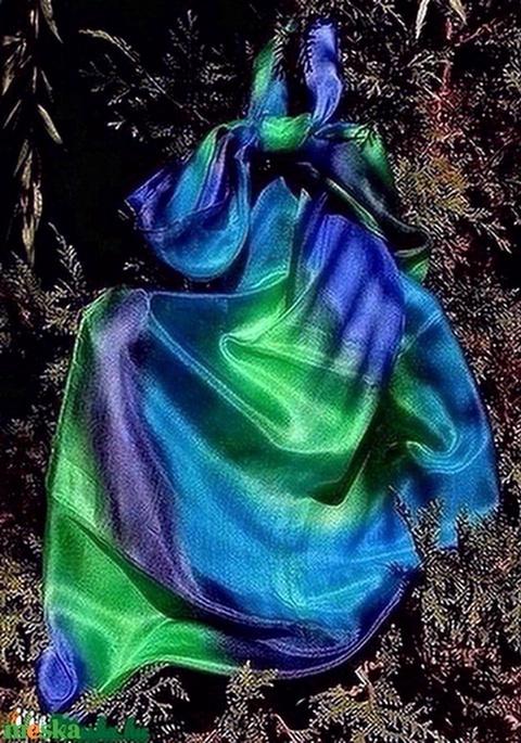 Kék-zöld, egyedi tervezésű, kézzel festett szín átmenetes selyemsál (Selyemtunder) - Meska.hu