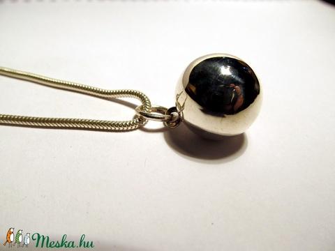 Ezüst gömb medál (silverpig) - Meska.hu