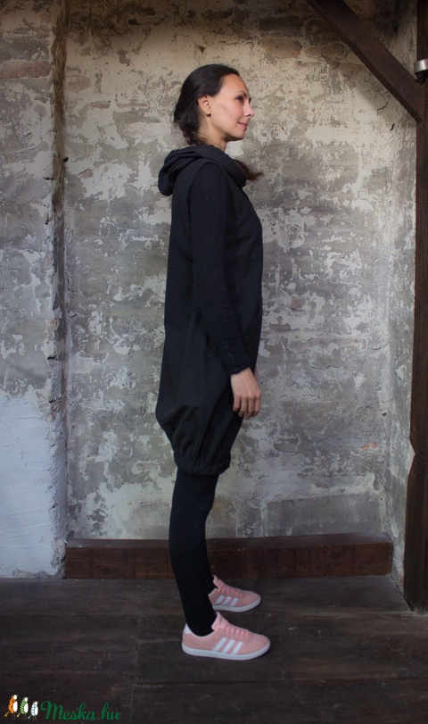 Black Padme ruha - kapucnis, kenguruzsebes ujjatlan ruha, alja gumírozott (sissko) - Meska.hu