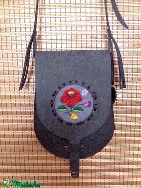 Tarsoly formájú kalocsai hímzéssel díszített női táska - Meska.hu