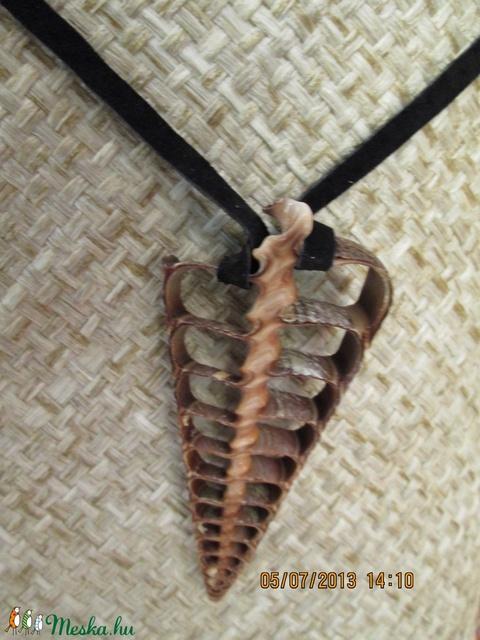 KÉSZLETKISÖPRÉS!!!! Egy újabb szeletelt kagylóból készült nyaklánc - Meska.hu
