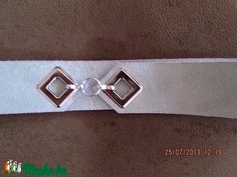 Lyukas öv négyzet alakú lyukkal világos szürke hasított bőrből - Meska.hu