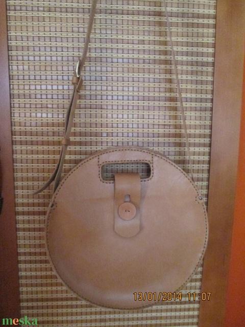 Óriási kör alakú táska - Meska.hu