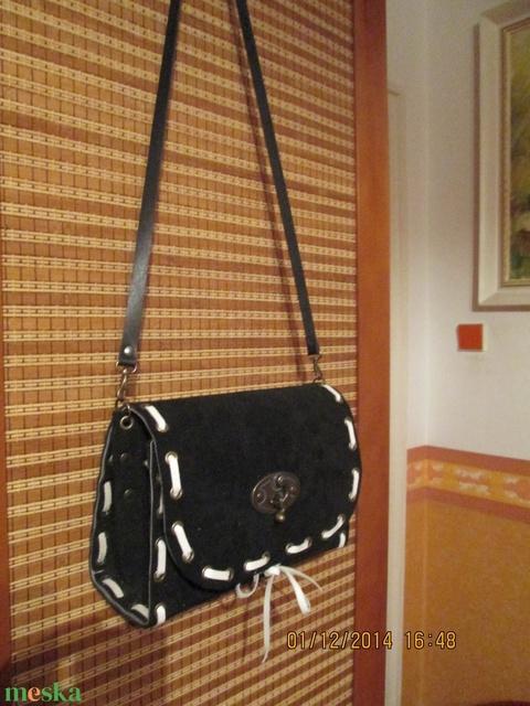 Fekete alkalmi táska választható bőrfűzéssel - Meska.hu