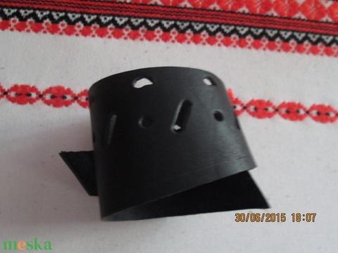 Érdekes megoldású karkötő - Meska.hu