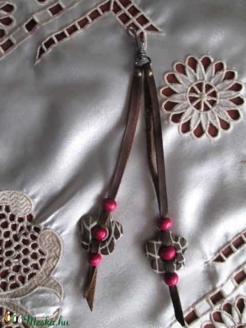 Táskadíszek o bag táskákhoz különböző színű virágdíszekkel - Meska.hu