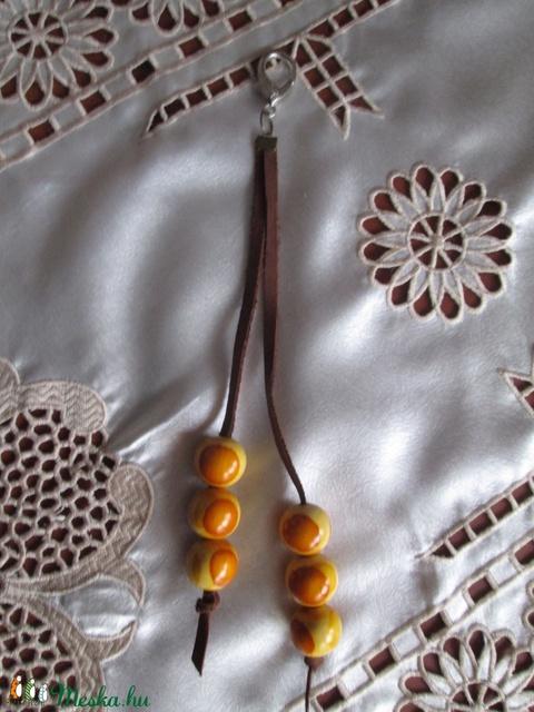 AKCIÓ!!!O bag táskadísz színes fagolyókkal és fémdíszekkel - Meska.hu
