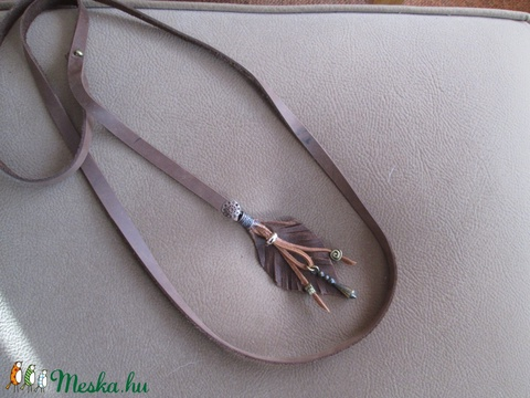 Keskeny női bőr öv gyöngyökkel díszített bőr levéllel - Meska.hu