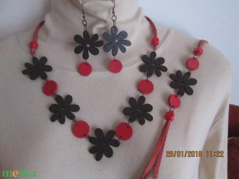 AKCIÓ!!! Ékszerszett favirággal és bőrkoronggal,barna -piros variációban - Meska.hu