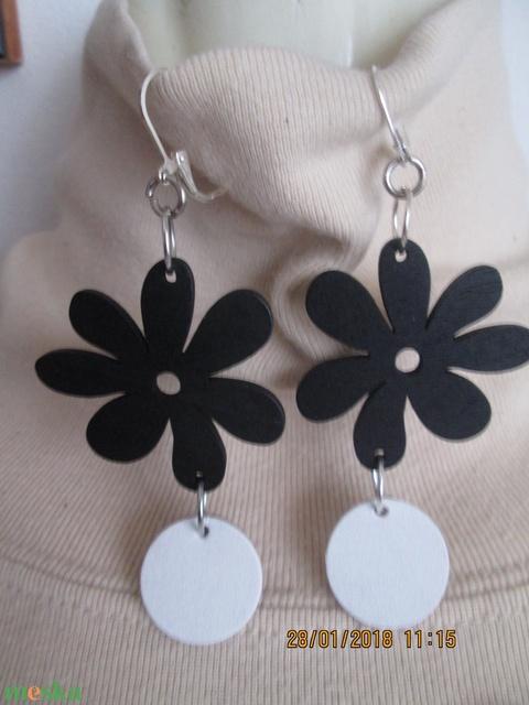 AKCIÓ!! Ékszerszett favirággal és bőrkoronggal fekete-fehér színvariációban - Meska.hu