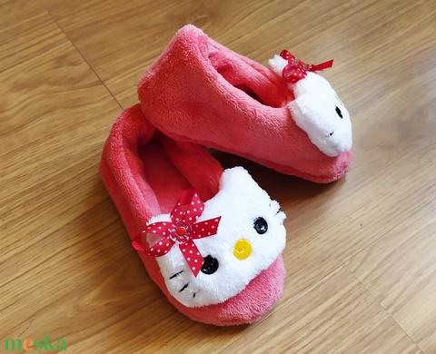 Hello Kitty szobacipő (sudarnekriszti) - Meska.hu