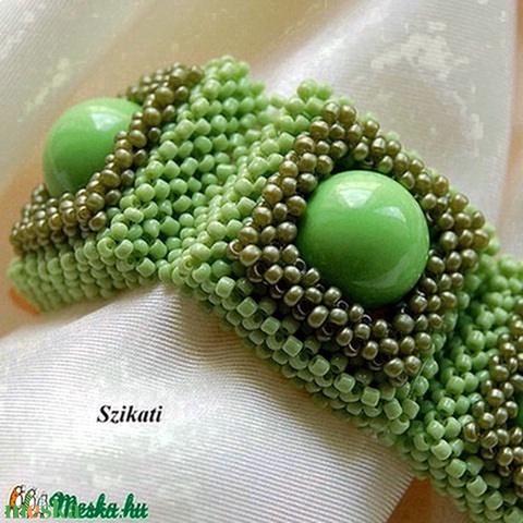 Zöld gyöngyfűzött karkötö - Meska.hu