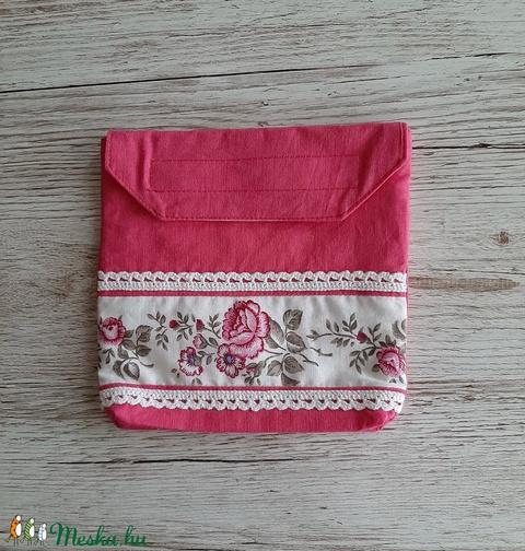 NoWaste, uzsonnás tasak,pink és rózsás sormintás anyag kombinálásával, horgolt csipkével díszítve - Meska.hu
