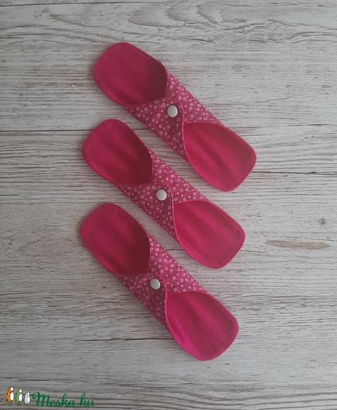 Tisztasági betét, intim betét,pink alapon fehér apró virágmintás pamutvászonból és pink flanellból,NoWaste (szivecskemania) - Meska.hu