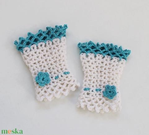 Menyasszony - esküvői horgolt kézdísz fehér és világoskék színből kis virággal (Taffa) - Meska.hu