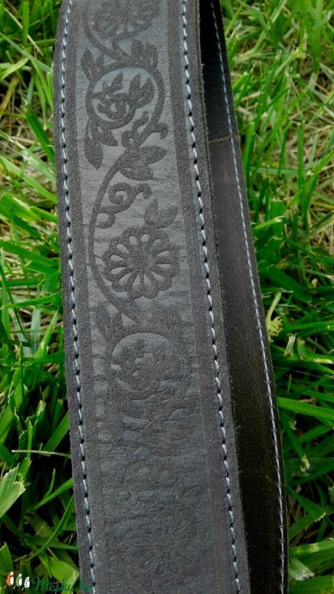 Sötétszürke virágmintás bőröv (4 cm széles) (TakacsBordiszmu) - Meska.hu
