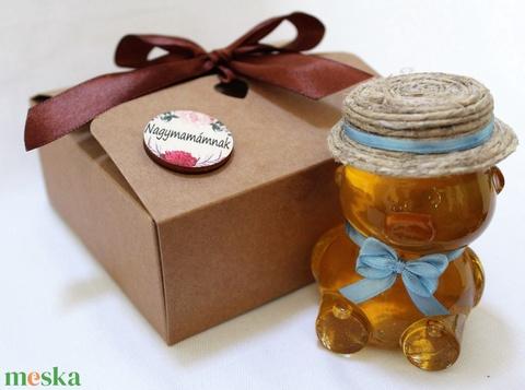 Anyák napi fiú mézes maci díszdobozban világoskék masnival - Meska.hu
